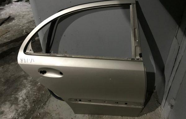 Задняя правая дверь Mercedes-Benz W211