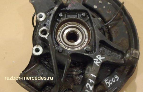 Кулак задний правый Mercedes-Benz W211
