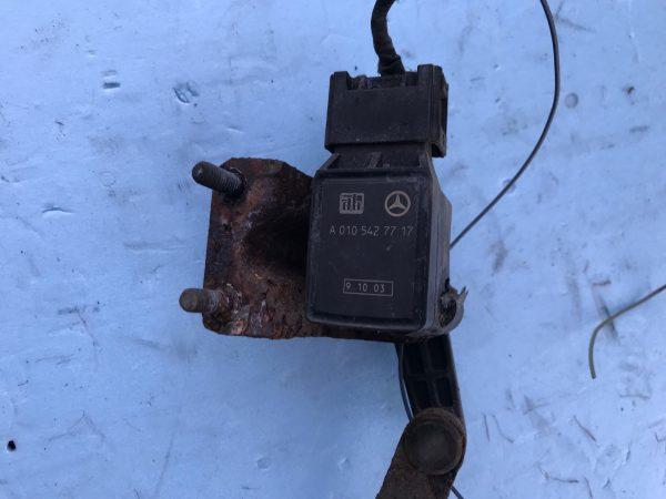 Датчик положения кузова, регулировка дорожного просвета Mercedes A0105427717