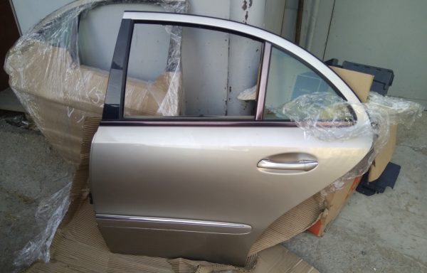 Задняя левая дверь Mercedes-Benz W211