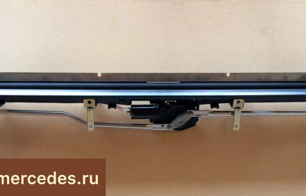 Шторка электрическая в полке Mercedes-Benz W211