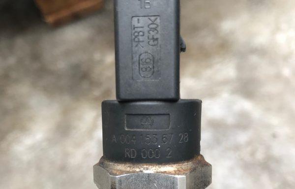 Датчик давления топлива Mercedes-Benz A0041536728